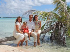 Family Photo (wife, Kym, Lily, Martin and Meredith) - Takaroa (Society Islands)