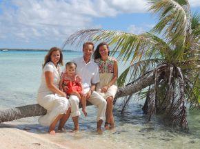 Family Photo (wife, Kym, Lily, Martin and Meredith) - Takaroa (Society Islands)